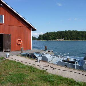 Sjöbevakningens båthus i Hitis