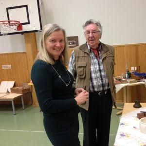 Monica Avellan och skolfarfar Stena deltar i temadag i Klemetskog skola