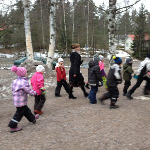 Elever ute på rast i Klemetskog skola