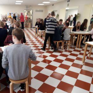 Matsalen i Donnerska skolan och Karleby svenska gymnasium.
