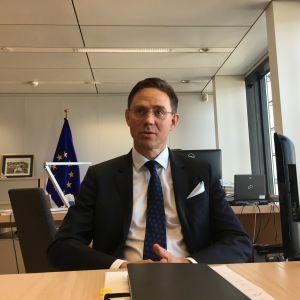 Jyrki Katainen berättar om sina framtidsplaner i sitt arbetsrum i Bryssel