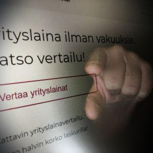 Direktmarknadsföring till småföretagare, bakom reklamen en hand som pekar rakt fram