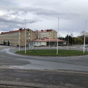 Liikenneympyrä Lahdessa Svinhufvudinkadun ja Salpausselänkadun risteyksessä.