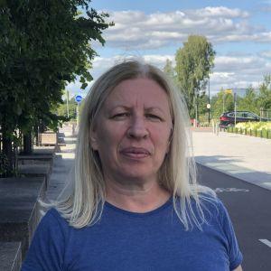 Carina Nakhel är född i LIbanon och bosatt i Finland sedan år 1990. Hon vill att det politiska systemet i LIbanon ska förändras i grunden.