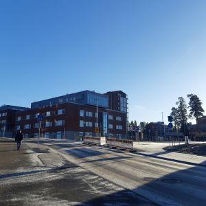 Keski-Suomen keskussairaalan vanhat rakennukset uuden sairaalan suunnalta kuvattuna