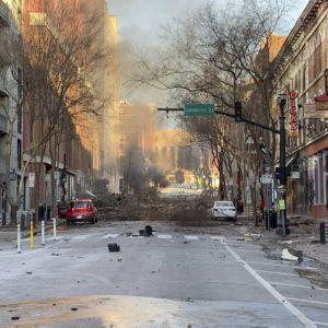 Bråte på en gata i Nashville efter en explosion.