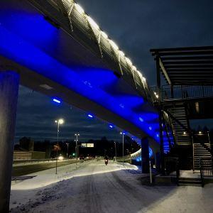 Onkilahden silta Vaasassa valaistuna