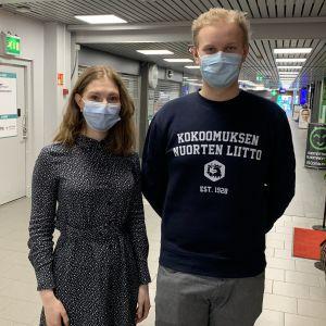 Kaakkois-Suomen kokoomusnuorten vt. puheenjohtaja Aleksi Kurki ja piirihallituksen jäsen Alisa Hyytiäinen
