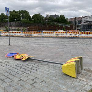 Kaatunut liikennemerkki Tampereella.