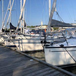 Veneitä Turun vierasvenesatamassa heinäkuussa 2021