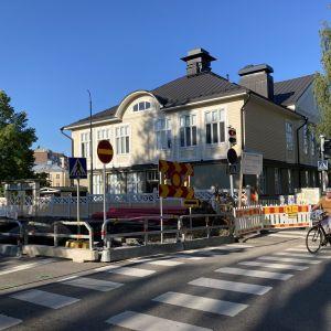 Katutyömaa Puistokadulla Jyväskylässä.