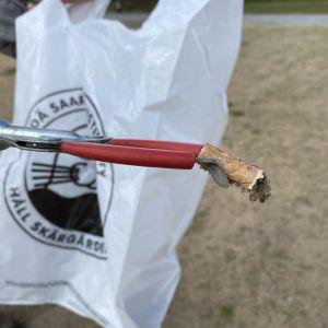 En fimp har plockats upp av en skräpplockare.