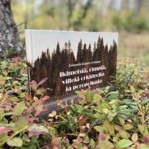 Kirja metsässä.