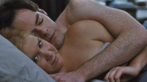 Amy Schumer och Bill Hader i varm morgonomfamning
