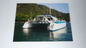 Bild på katamaran som Seppo Sarekoski har byggt i Karibien