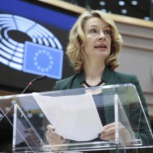 Tytti Tuppurainen talar till EU-parlamentet.