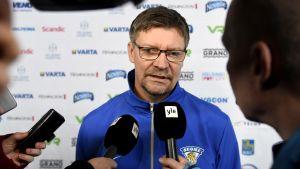 Jukka Jalonen intervjuades inför Slovakien-matchen.