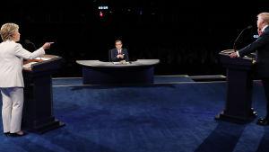 Hillary Clinton och Donald Trump i valdebatt.