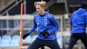 Fredrik Jensen tränar.