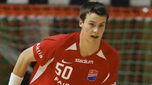 Robin Granlund spelar handboll.
