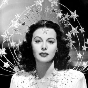 Elokuvatähti Hedy Lamarr glamourkuvassa vuonna 1941. Kuva dokumenttielokuvasta Seksipommi.