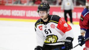 Juuso Ikonen spelar ishockey för Brynäs i SHL.
