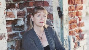 Kansanmuusikko Minna Raskinen kuvattuna Taidekeskus Antareksessa Sippolassa.
