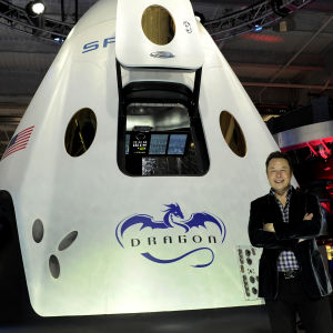 Elon Musk och Space X rymdkapsel Dragon 2.
