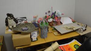 Konstverk gjorda av barn i konstklubben Pictura.