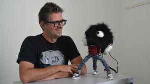 Robotbyggaren Jan De Coster och roboten Herb