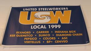 Banderollen i Stålarbetarfackets festsal räknar upp de 12 företag som finns kvar. Snart är de bara elva.