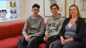 Emil Zitra, Daniel Berg och Monica Mattbäck från Borgaregatans skola.