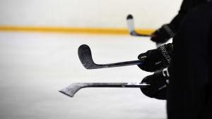 Ishockeyjuniorer på träning.