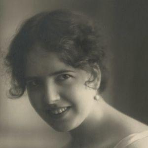 Margit Niininen som nyförlovad år 1926.