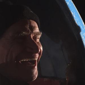 Wilko Johnson nauraa. Kuva dokumenttielokuvasta The Ecstasy of Wilko Johnson.