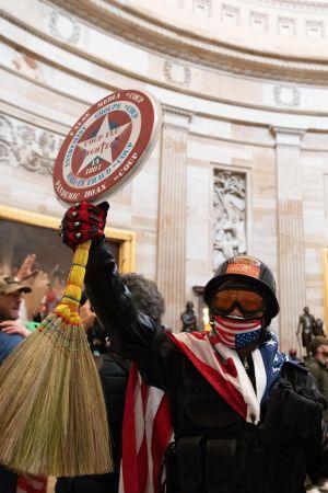 Demonstrant inne i Kapitolium.