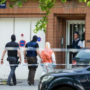 Den terrormisstänkte marockanen bodde i Molenbeek i Bryssel där hans hem genomsöktes i morse