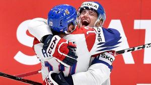 Filip Hronek och Jakub Vrana hade roligt då de spelade VM 2019.
