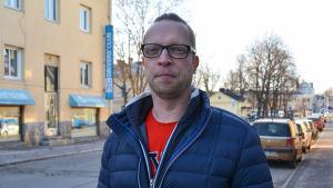 Markus Hammarström från socialdemokraterna på Fredsgatan i Borgå