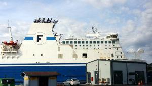 M/s Finnswan i Nådendals hamn.