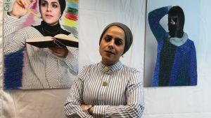 Sara är en av de porträtterade kvinnorna i utställningen. Hennes porträtt till vänster.