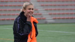17-åriga Wilma Sjöholm är en stor talang inom fotboll.