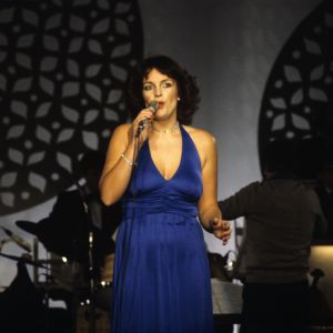 Paula Koivuniemi laulaa euroviisukarsinnassa 1979