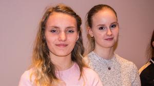 Agnes Koskinen och Julia Latva-Pirilä.