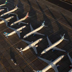Flygplan av modellen Boeing 737 Max står på rad på en flygplats i Washington, USA.