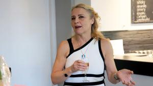 näyttelijä Anne Niilola