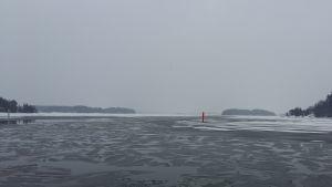 Öppet vatten vid iskanten.