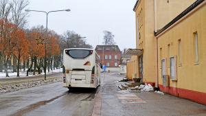 Buss utanför busstationen