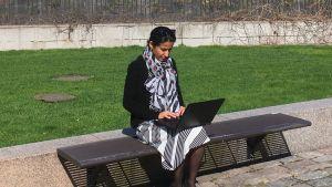 Veronica Kalhori i riksdagens park