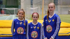 Ylva Klockars, Tilde Horttana och Ellen Storgård på Winter Cup i Botniahallen.